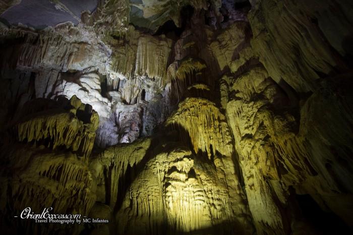 paradise cave rock formation vietnam