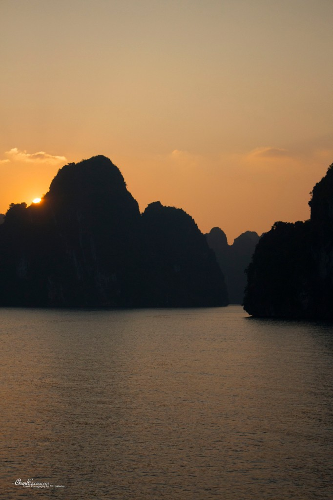 halong bay vietnam sunrise