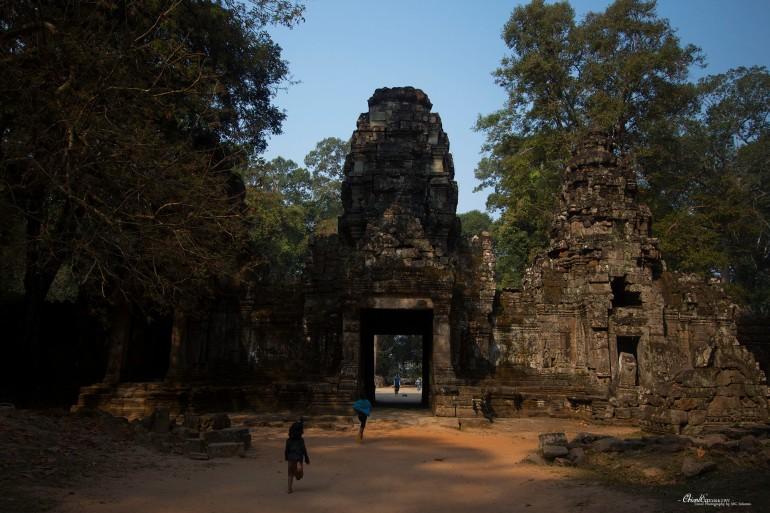 kids angkor temple cambodia